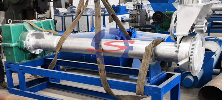 Plastic extruder screw